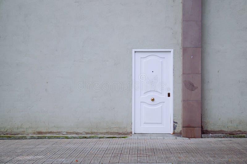 Πόρτα στην οδό στοκ φωτογραφίες