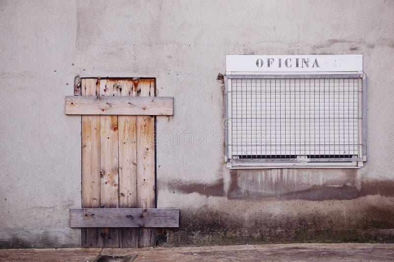 Πόρτα στην οδό στοκ φωτογραφία με δικαίωμα ελεύθερης χρήσης