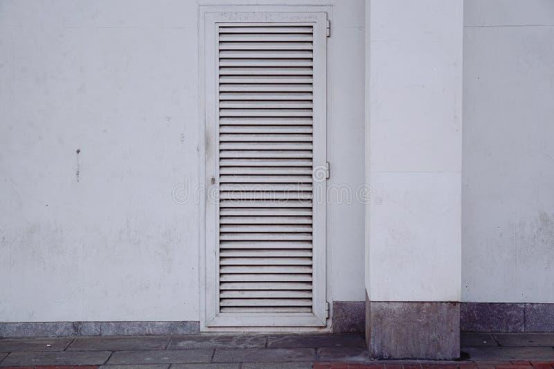 Πόρτα στην οδό στοκ εικόνα