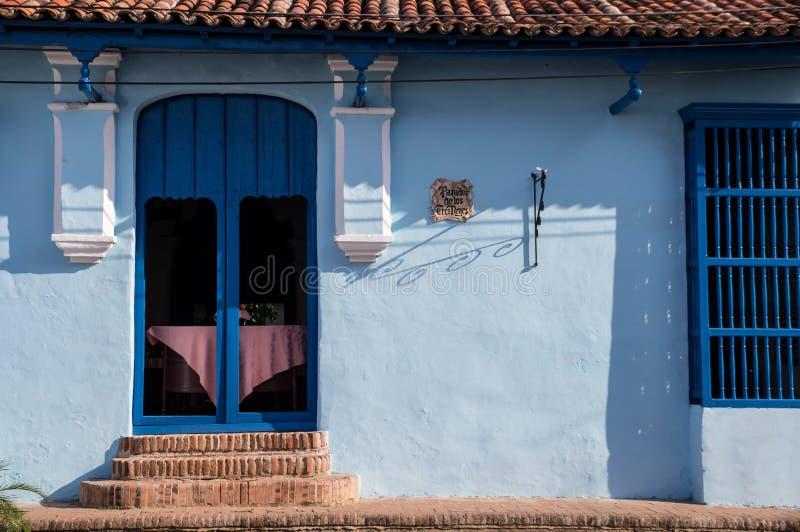 Πόρτα στο αποικιακό κουβανικό σπίτι στοκ φωτογραφίες