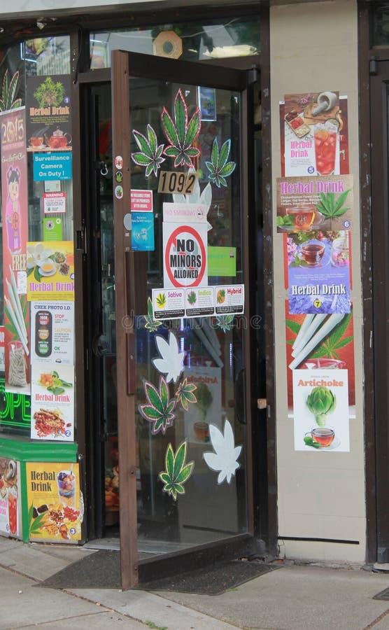 Πόρτα στο λιανικό ιατρείο μαριχουάνα στο Βανκούβερ, Π.Χ. στοκ φωτογραφίες
