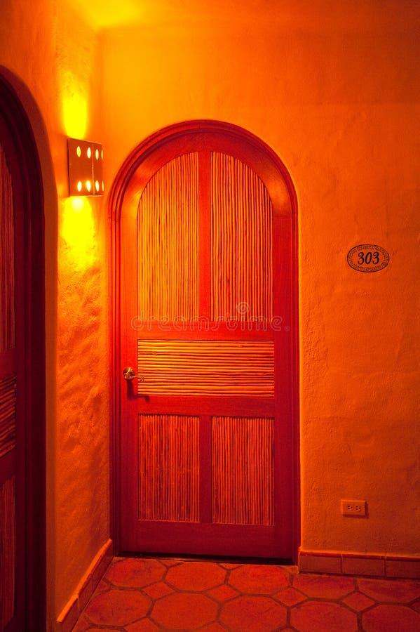 πόρτα τα εσωτερικά ισπανι&ka στοκ φωτογραφίες με δικαίωμα ελεύθερης χρήσης