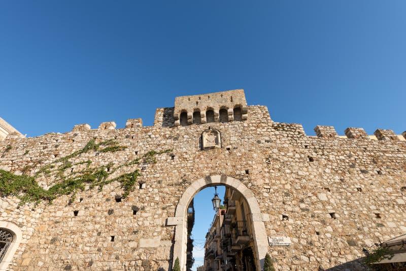 Πόρτα της Κατάνια σε Taormina - τη Σικελία Ιταλία στοκ εικόνες