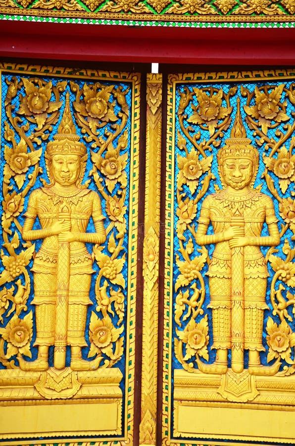 Πόρτα του ναού σε Wat Phra που Phanom DIN Surin Ταϊλάνδη στοκ εικόνα με δικαίωμα ελεύθερης χρήσης
