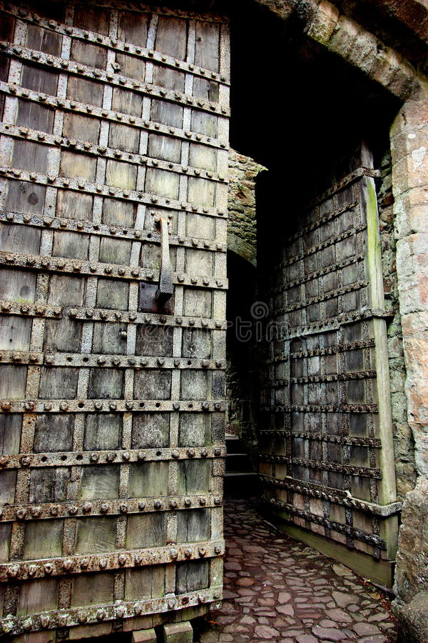 πόρτες κάστρων παλαιές στοκ εικόνα