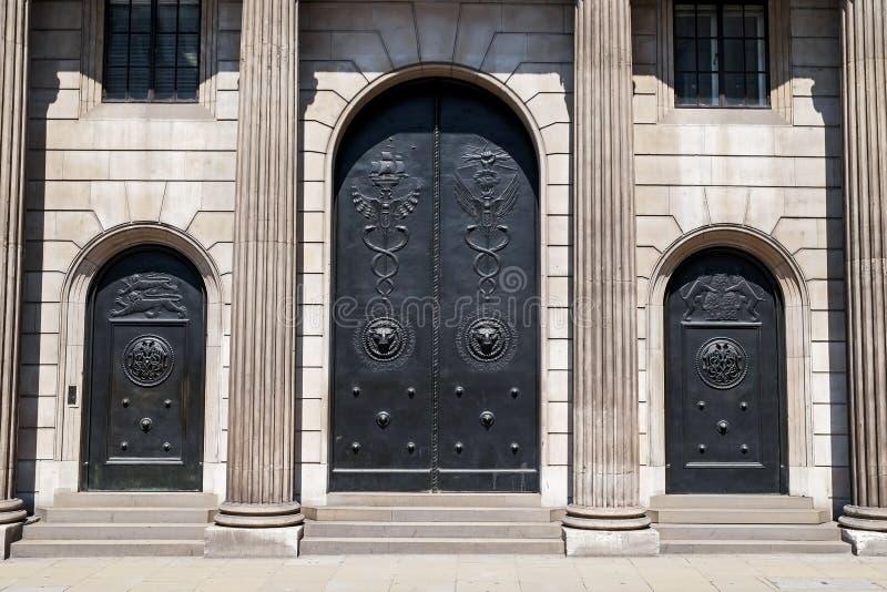 Πόρτες και είσοδος Τράπεζας της Αγγλίας κύριες στοκ φωτογραφία