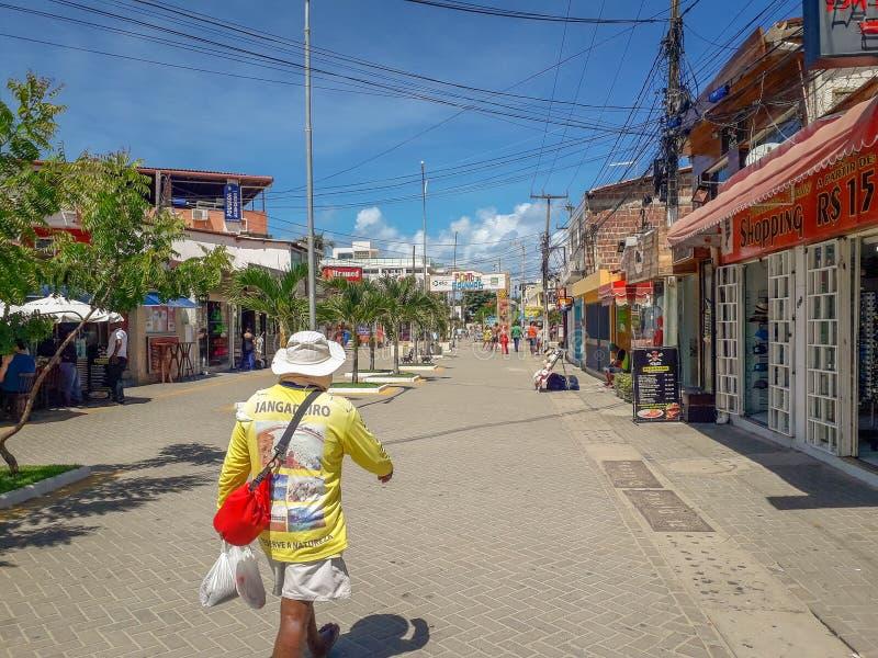 Πόρτο Galinhas, Pernambuco, Βραζιλία, 16,2019 Μαρτίου: Άνθρωποι την ηλιόλουστη ημέρα στην παραλία του Πόρτο Galinhas, άνθρωποι πο στοκ φωτογραφίες
