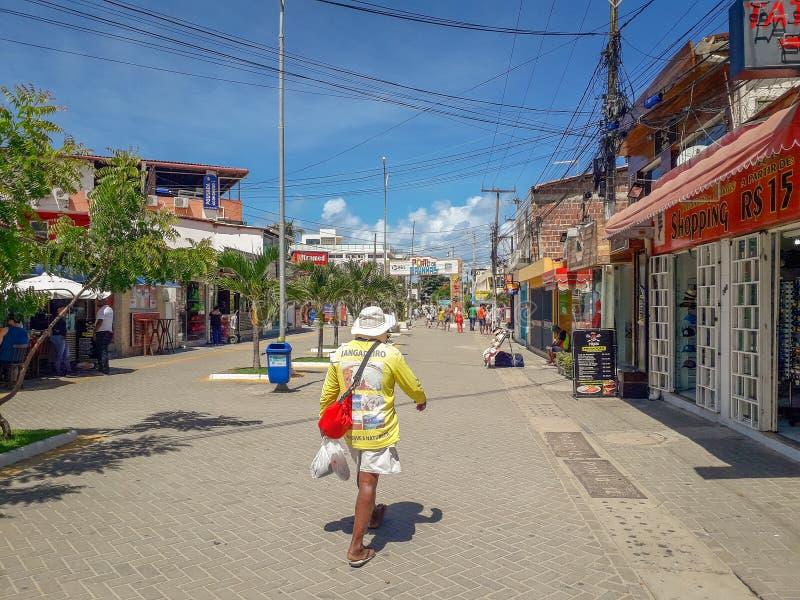 Πόρτο Galinhas, Pernambuco, Βραζιλία, 16,2019 Μαρτίου: Άνθρωποι την ηλιόλουστη ημέρα στην παραλία του Πόρτο Galinhas, άνθρωποι πο στοκ εικόνες
