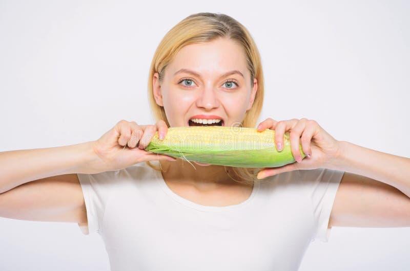 Πόσο μπορώ να αρμόσω στο στόμα μου t βιταμίνη και να κάνει δίαιτα τρόφιμα γεωργία και καλλιέργεια r στοκ φωτογραφία με δικαίωμα ελεύθερης χρήσης