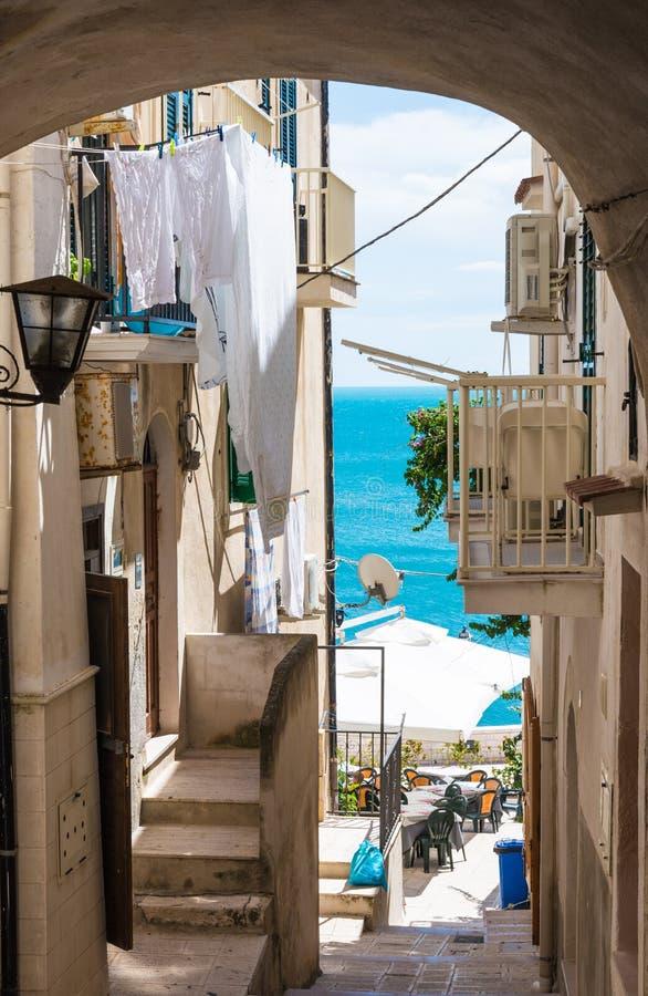 Πόλης παλαιά οδός Vieste, Gargano, Πούλια, Ιταλία στοκ φωτογραφίες με δικαίωμα ελεύθερης χρήσης