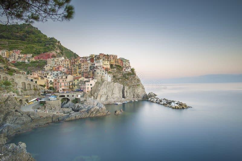Πόλη ακτών Manarola, στην περιοχή Cinque Terre της Λιγυρίας, Ιταλία στοκ εικόνα