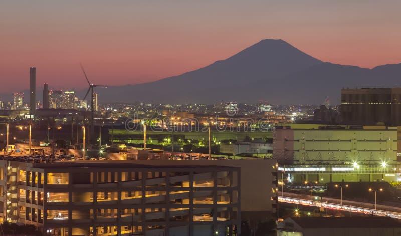 Πόλη βιομηχανίας Kawasaki και fuji βουνών στοκ φωτογραφία με δικαίωμα ελεύθερης χρήσης