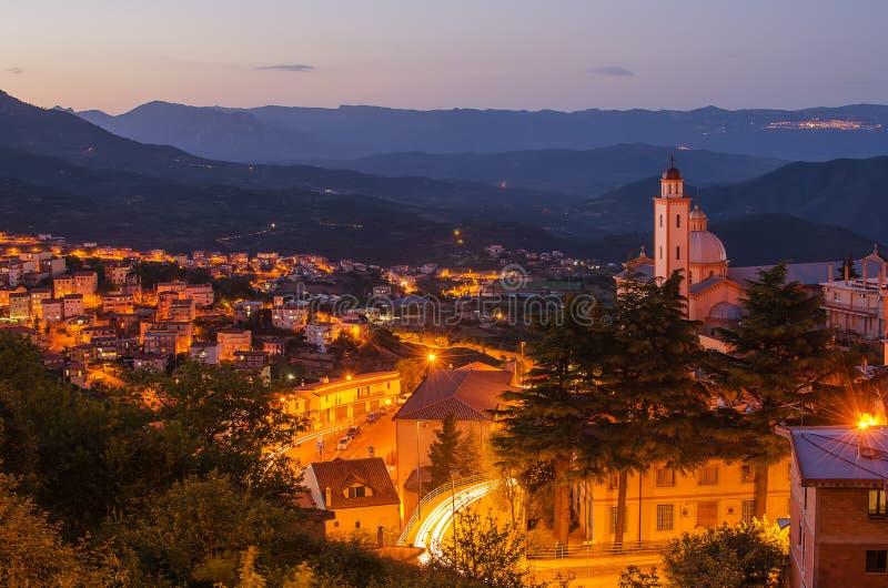 Πόλη βουνών - Lanusei (Σαρδηνία) τη νύχτα στοκ φωτογραφία με δικαίωμα ελεύθερης χρήσης