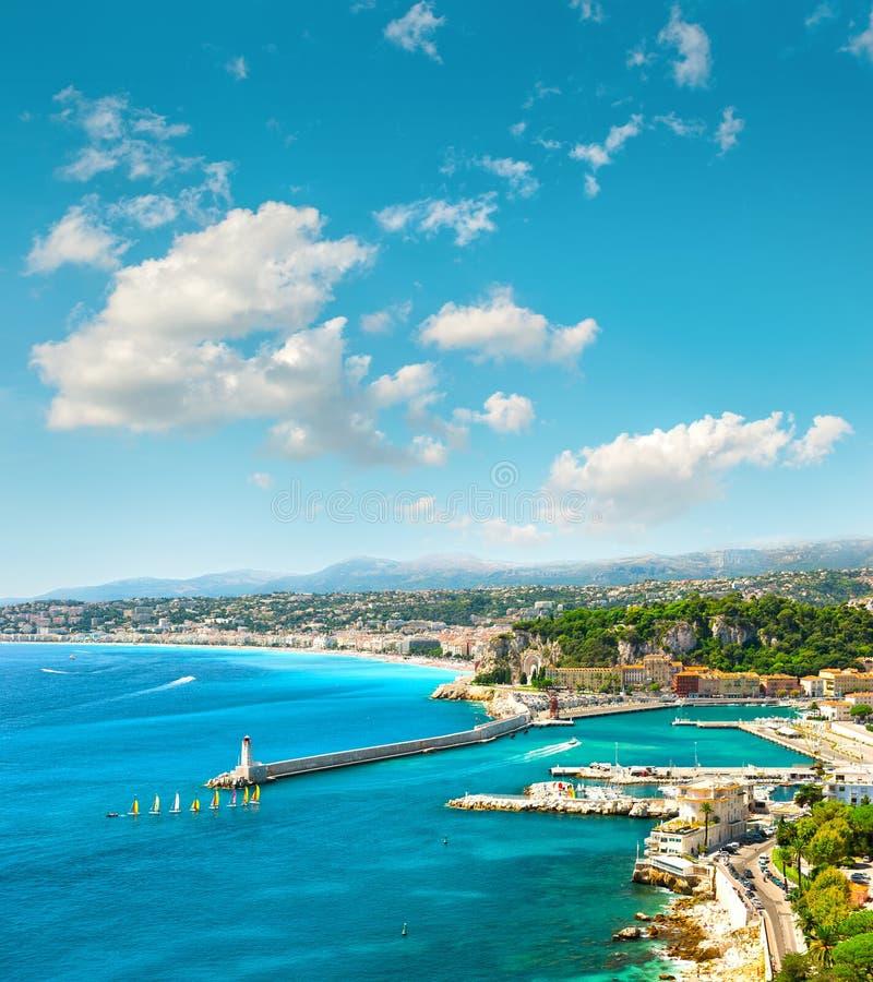 πόλη Γαλλία συμπαθητική Κυανό θαλάσσιο νερό και τέλειος ηλιόλουστος μπλε ουρανός στοκ φωτογραφία με δικαίωμα ελεύθερης χρήσης