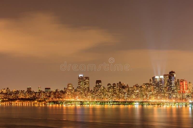 Πόλη Μανχάταν της Νέας Υόρκης κεντρικός στο σούρουπο με το skyscrapers' lig στοκ εικόνα