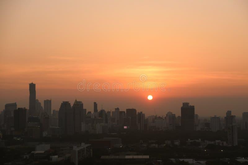 Πόλη με το ηλιοβασίλεμα στη Μπανγκόκ στην Ταϊλάνδη στοκ εικόνες