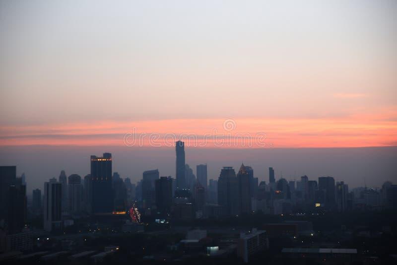 Πόλη με το ηλιοβασίλεμα στη Μπανγκόκ στην Ταϊλάνδη στοκ φωτογραφία με δικαίωμα ελεύθερης χρήσης