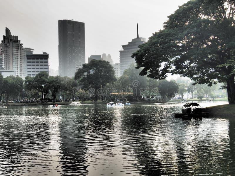 πόλη νεφελώδης στοκ εικόνα με δικαίωμα ελεύθερης χρήσης