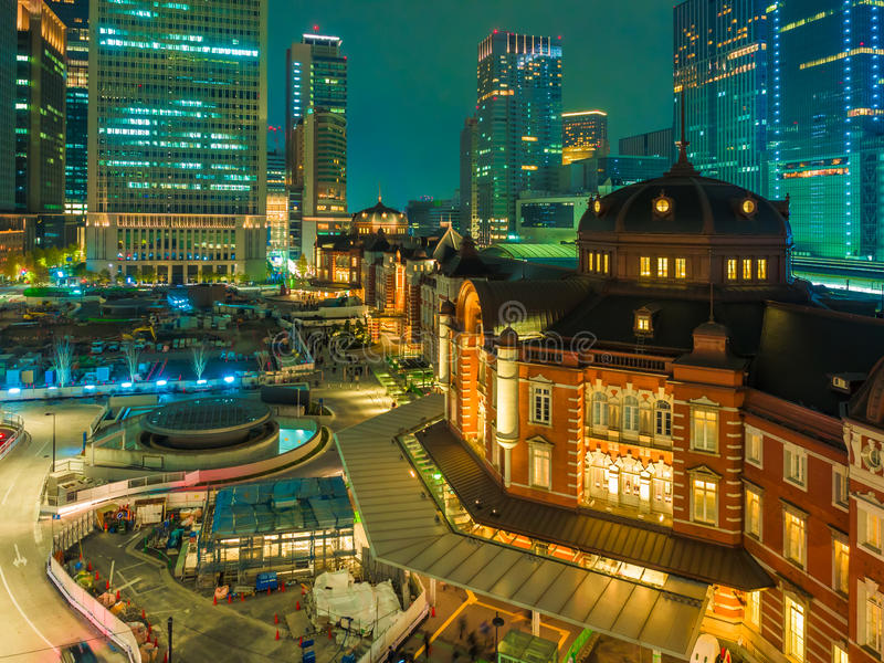 Πόλη νύχτας scape από τον τρύγο και την αρχιτεκτονική ομορφιάς που χτίζουν το φ στοκ εικόνες