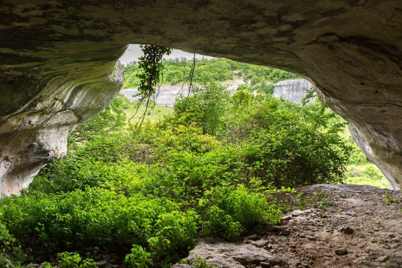 Πόλη σπηλιών cherkez-Kermen στην κοιλάδα, Κριμαία στοκ φωτογραφίες