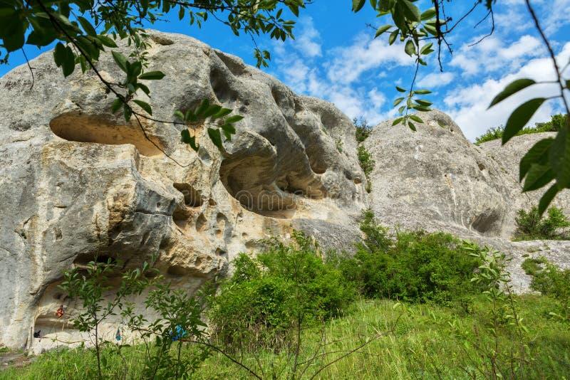 Πόλη σπηλιών cherkez-Kermen στην κοιλάδα, Κριμαία στοκ φωτογραφία με δικαίωμα ελεύθερης χρήσης