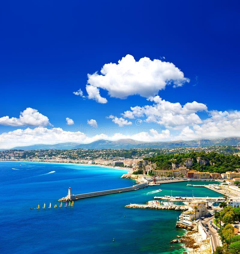 Πόλη της Νίκαιας, τυρκουάζ θάλασσα και τέλειος μπλε ουρανός στοκ εικόνα