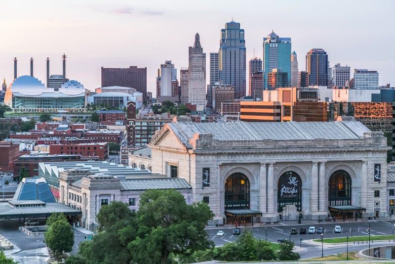 Πόλη του Κάνσας, MO/USA - τον Ιούλιο του 2013 circa: Άποψη της πόλης του Κάνσας, Μισσούρι από το εθνικά μουσείο και το μνημείο Πρ στοκ εικόνα