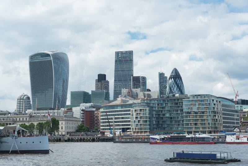 Πόλη του Λονδίνου με τον Τάμεση στοκ φωτογραφίες
