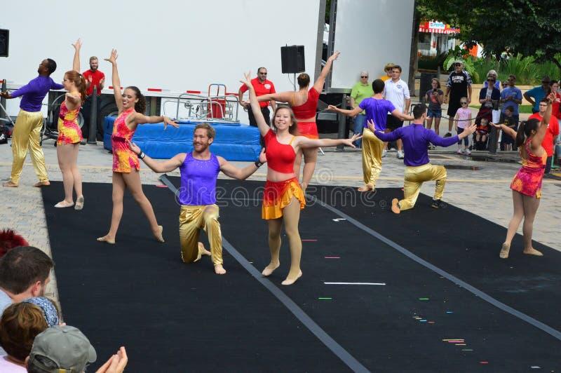 Πόλη του Μπλούμινγκτον, ΗΠΑ - 27 Αυγούστου 2016 - Phi γάμμα τσίρκο acrob στοκ φωτογραφίες