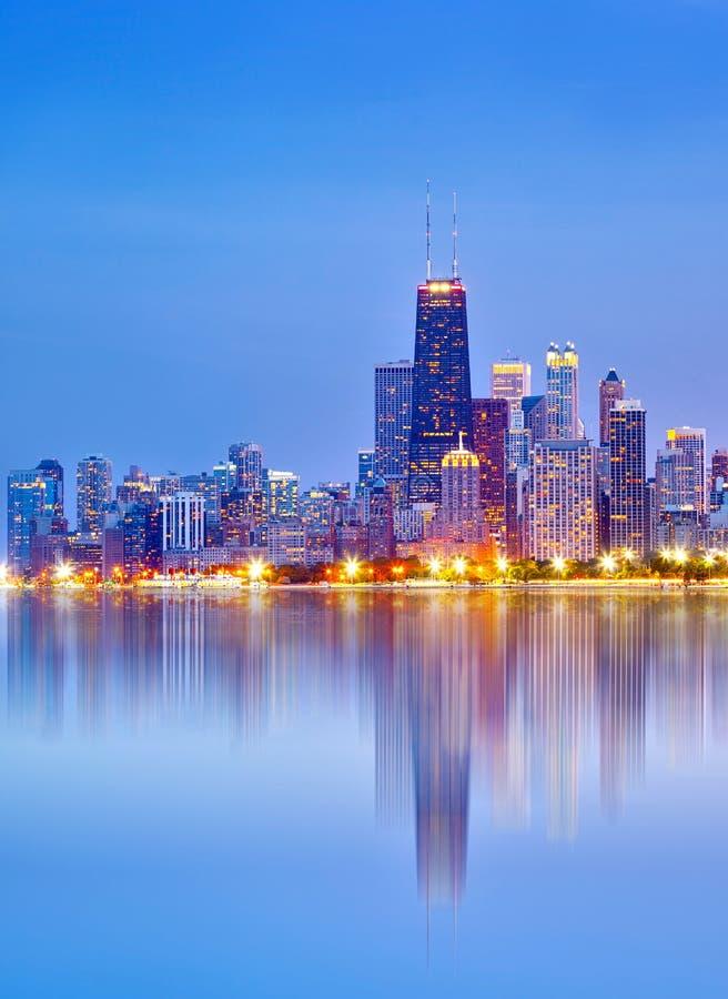 Πόλη του Σικάγου ΗΠΑ, ζωηρόχρωμος ορίζοντας πανοράματος ηλιοβασιλέματος στοκ φωτογραφίες