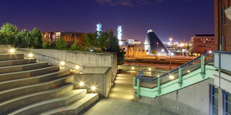 Πόλη του Τακόμα κεντρικός με το μουσείο του γυαλιού και της ιστορίας στοκ φωτογραφία