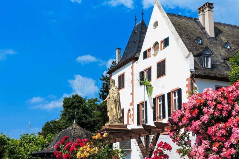 Πόλη των τριαντάφυλλων Eltville AM Ρήνος, η μεγαλύτερη κωμόπολη στο Rheingau, Γερμανία στοκ εικόνα με δικαίωμα ελεύθερης χρήσης