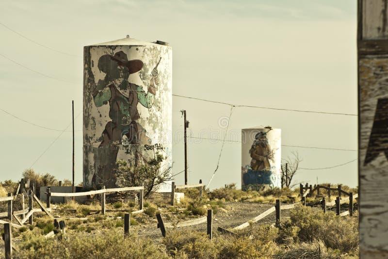 Πόλη-φάντασμα δύο πυροβόλων όπλων κατά μήκος της διαδρομής 66 στοκ εικόνες