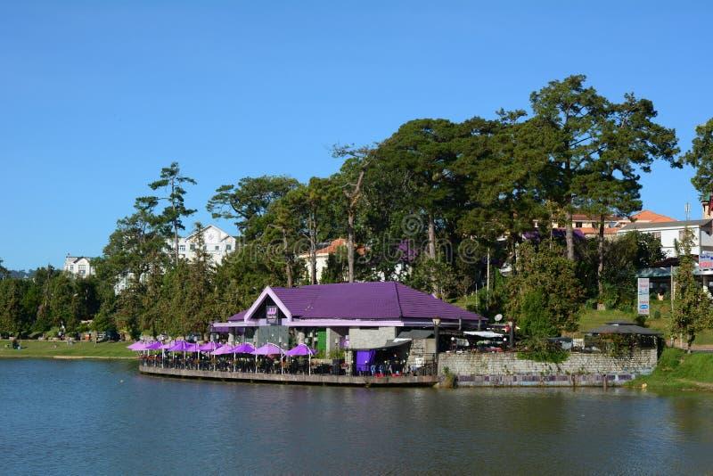 Πόλη Dalat και λίμνη Xuan Huong στο Βιετνάμ στοκ εικόνες