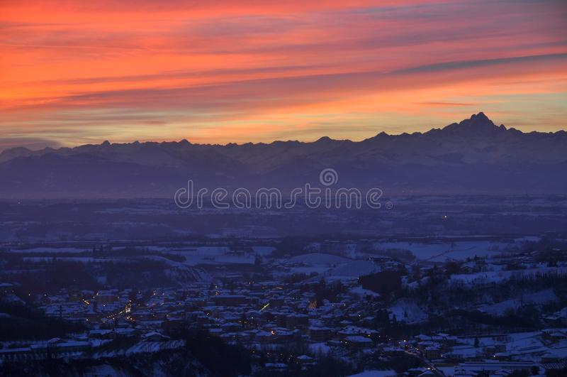 Πόλη Dogliani στο ηλιοβασίλεμα στοκ φωτογραφίες