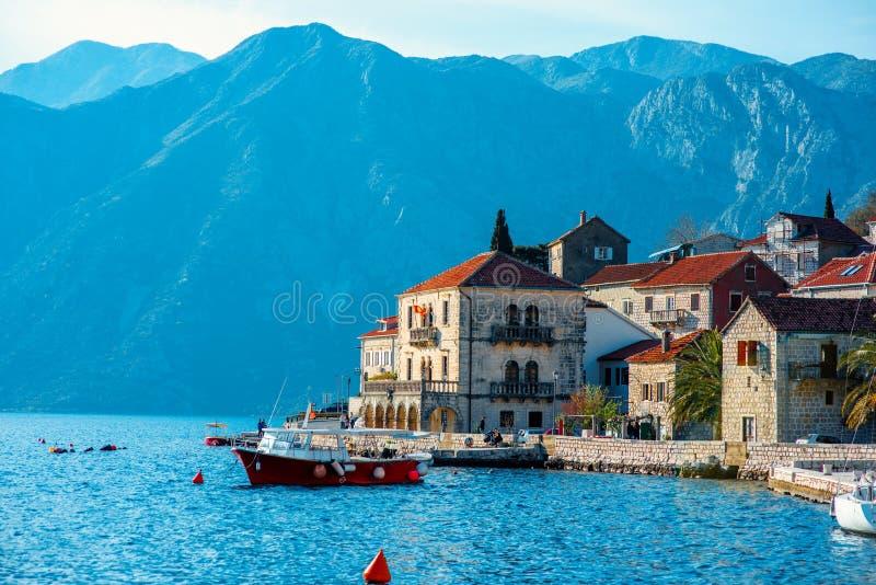 Πόλη Perast στον κόλπο Kotor στοκ εικόνα