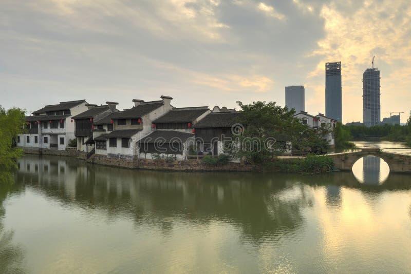 Πόλη Xuntang στη νεφελώδη ημέρα στοκ εικόνες