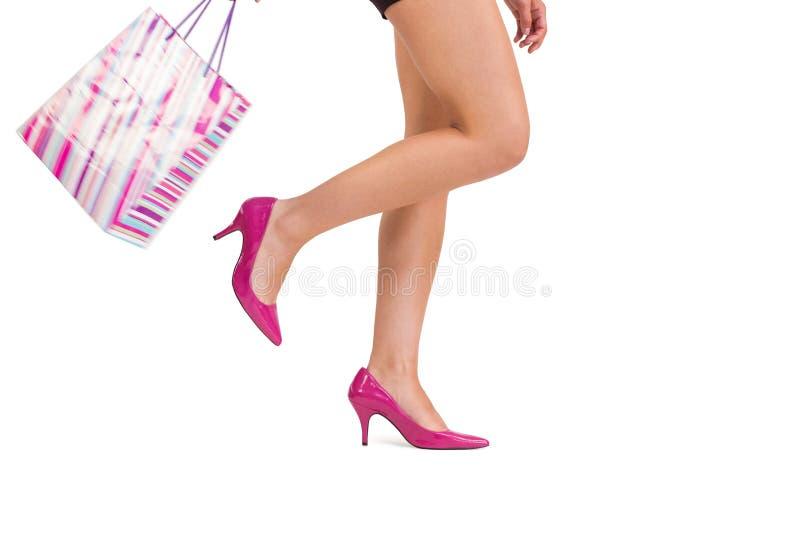 Πόδια γυναίκας στα υψηλά τακούνια στοκ φωτογραφίες με δικαίωμα ελεύθερης χρήσης