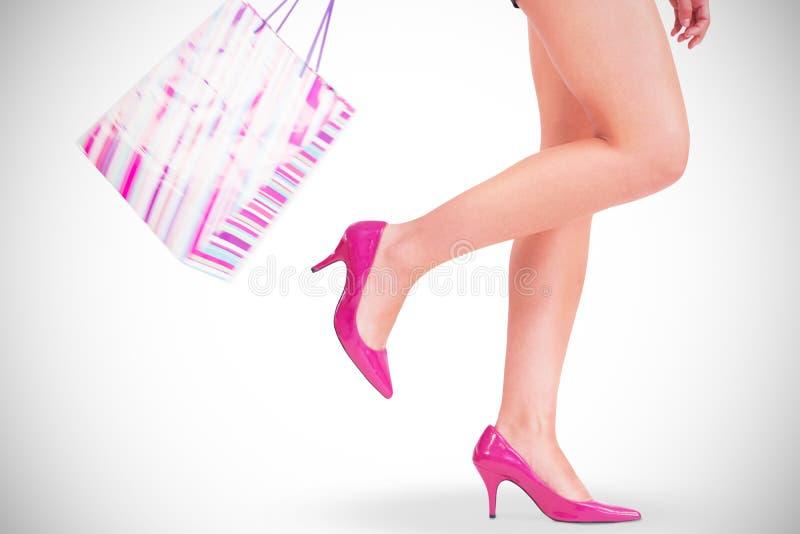 Πόδια γυναίκας στα υψηλά τακούνια στοκ φωτογραφίες