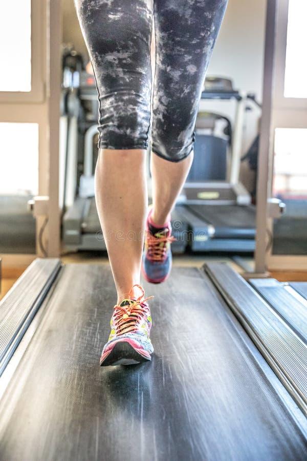 Πόδια γυναικών runnig στοκ εικόνα