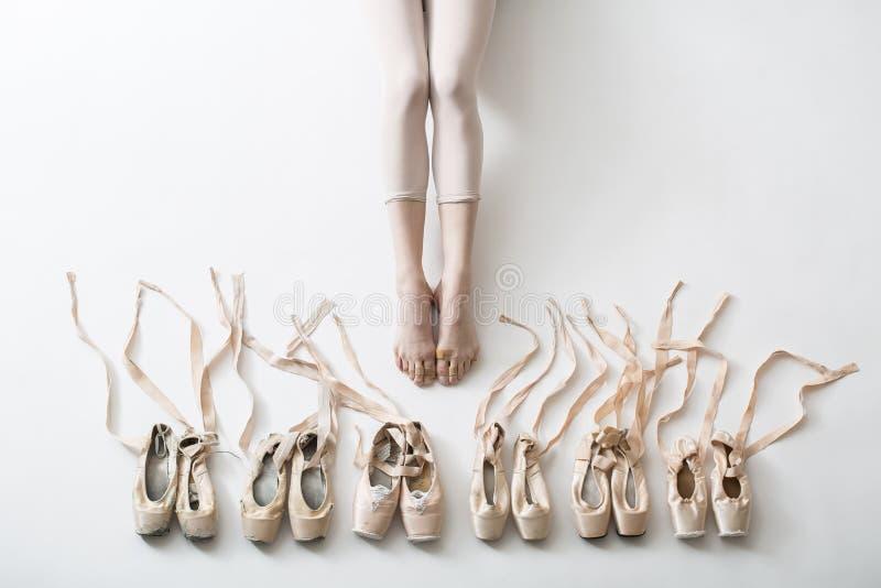 Πόδια ενός νέου ballerina στοκ εικόνες