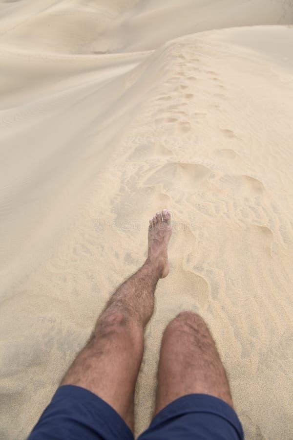 Πόδια στην άμμο στοκ εικόνες