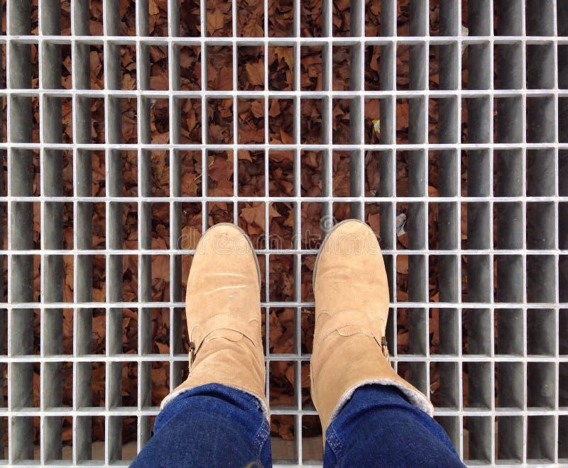 Πόδι και πόδια που βλέπουν άνωθεν στοκ εικόνες με δικαίωμα ελεύθερης χρήσης