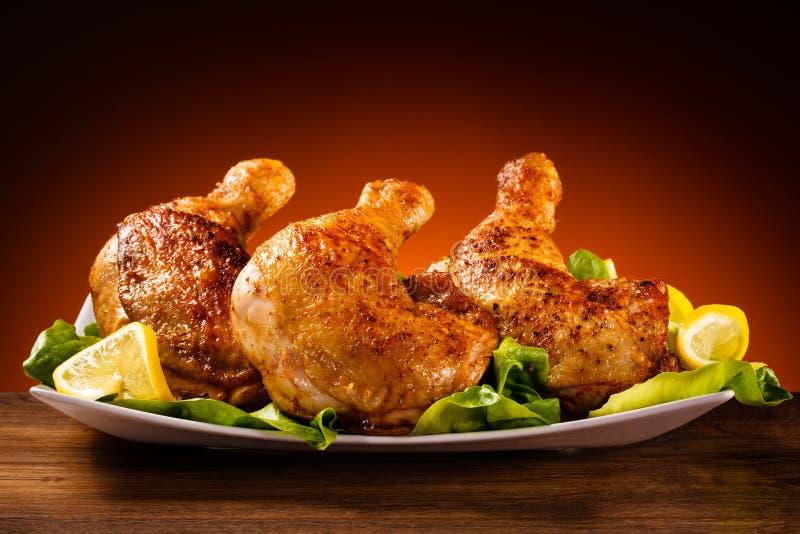 πόδι κοτόπουλου που ψήνεται στοκ εικόνα