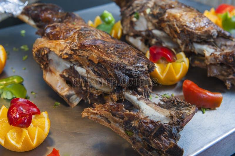 Πόδι του αρνιού σε ένα carvery εστιατορίων στοκ εικόνα