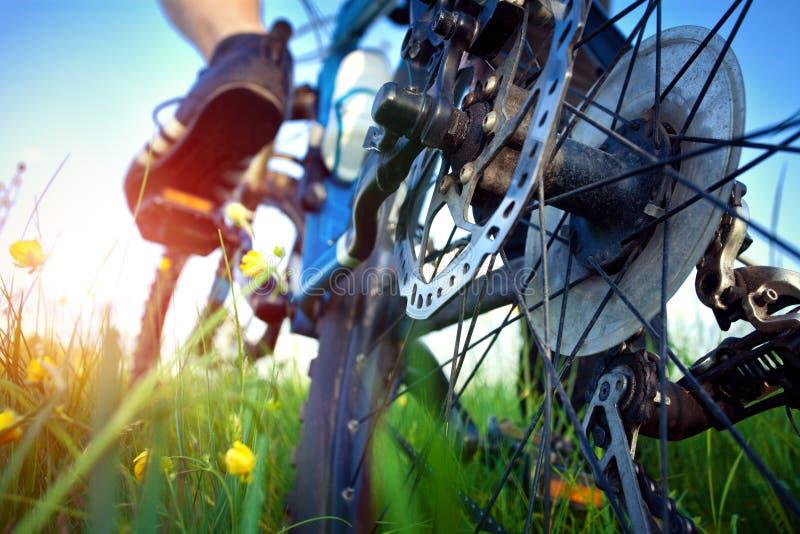 Πόδι του bicyclist στο πεντάλι στοκ φωτογραφία