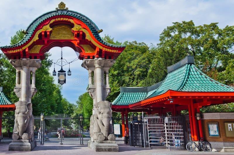 Πύλη Γερμανία εισόδων ζωολογικών κήπων του Βερολίνου στοκ φωτογραφίες
