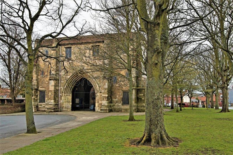 Πύλη εισόδων στην εκκλησία κοινοβίων του ST Mary, Bridlington 2, σε Πάσχα 2019 στοκ εικόνα