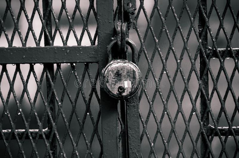 Πύλη και κλείδωμα στοκ φωτογραφία με δικαίωμα ελεύθερης χρήσης