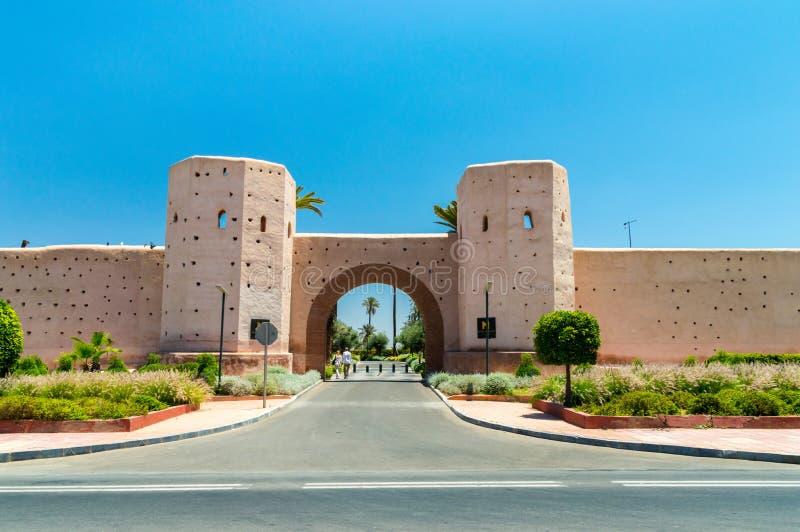 Πύλη σε βασιλικό Mansour Μαρακές στην ηλιόλουστη ημέρα στοκ φωτογραφία με δικαίωμα ελεύθερης χρήσης